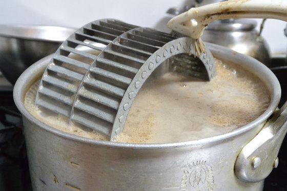 レンジフード換気扇のお掃除。 キッチン油汚れは、手強い!異音が直った。