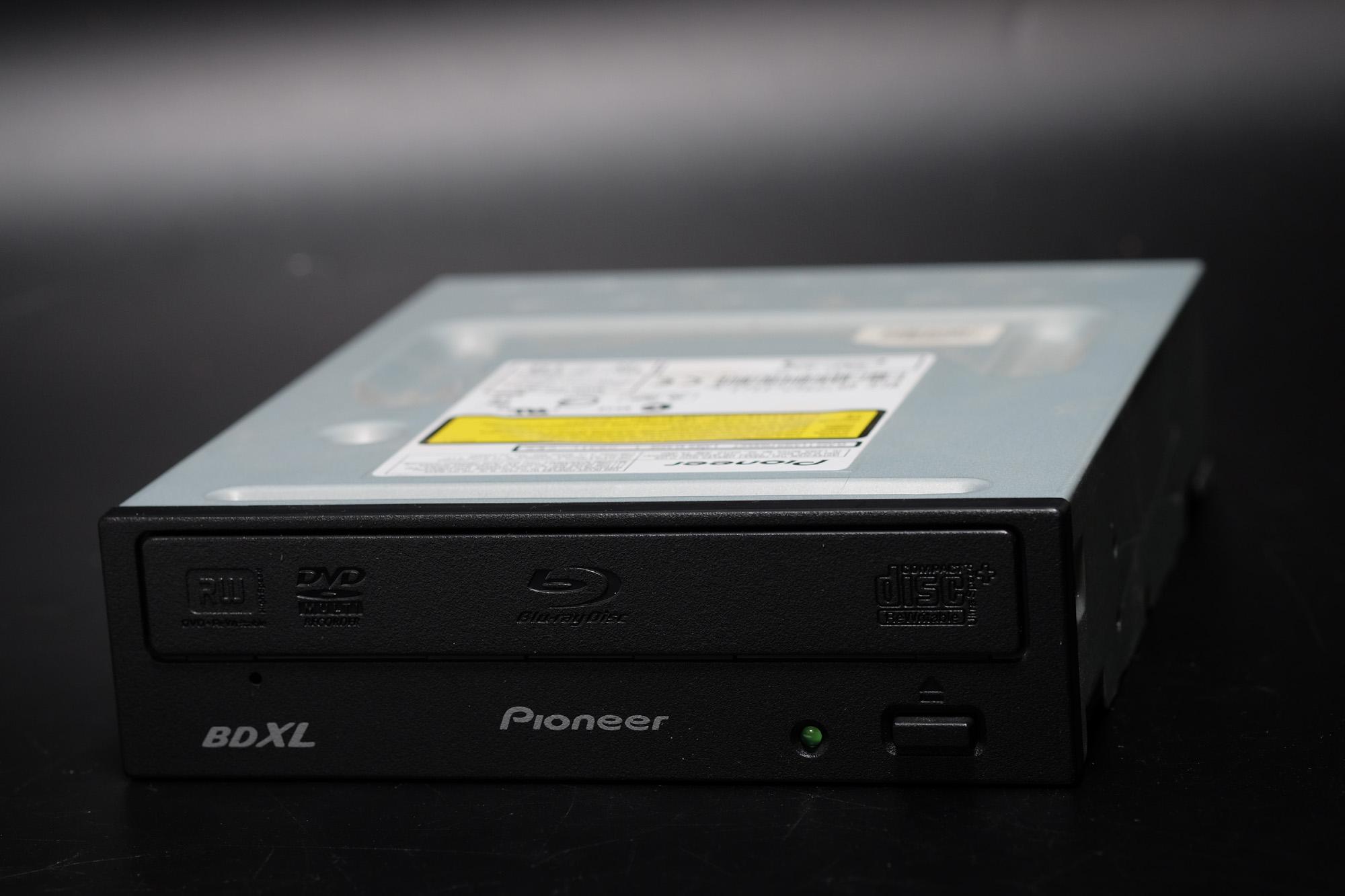 Pioneer BDLX  BD-208JBK 今更ですがBlu-ray買いました。