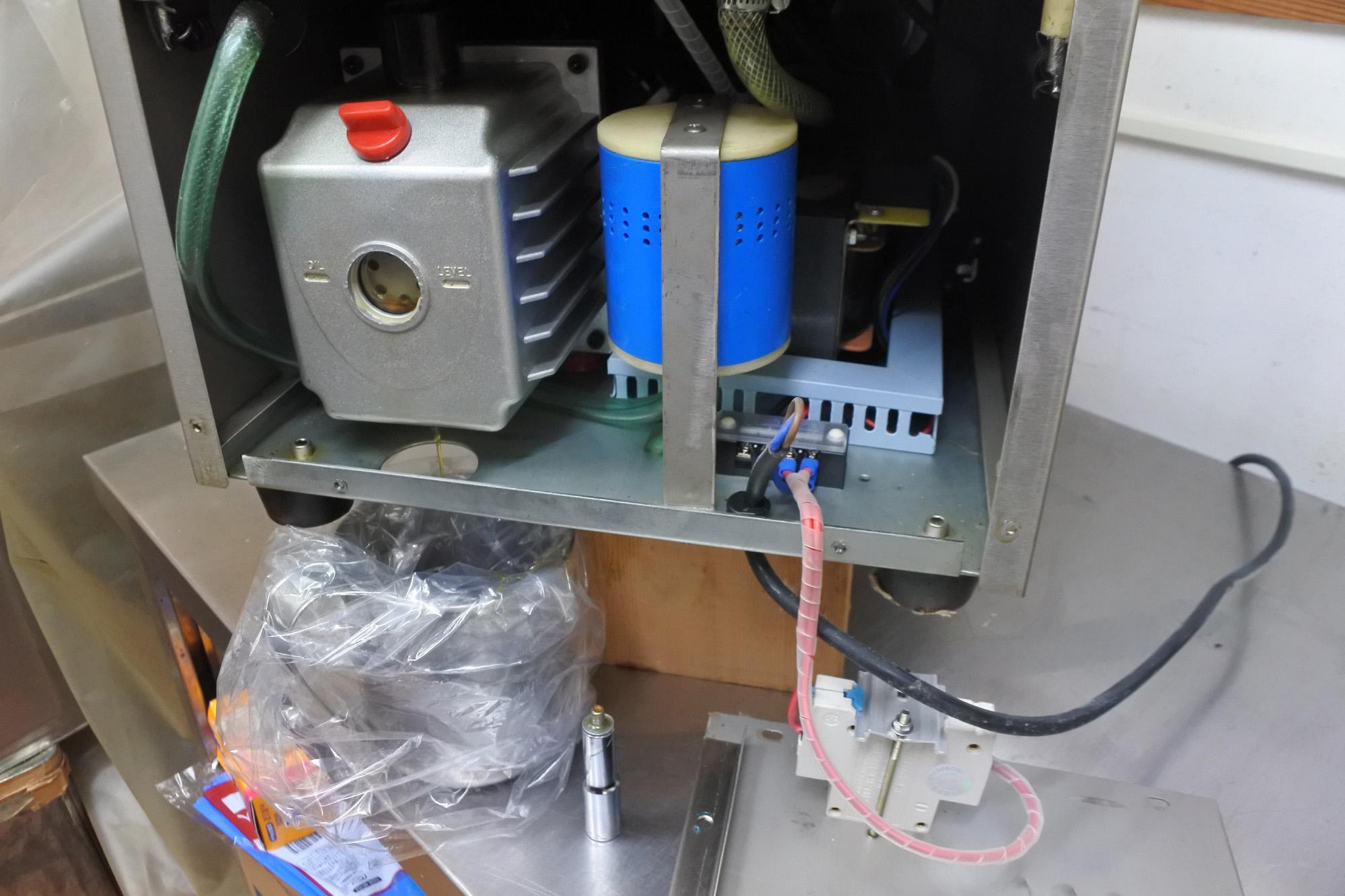チャンバー式真空包装機のオイル交換 MUDA ZERO
