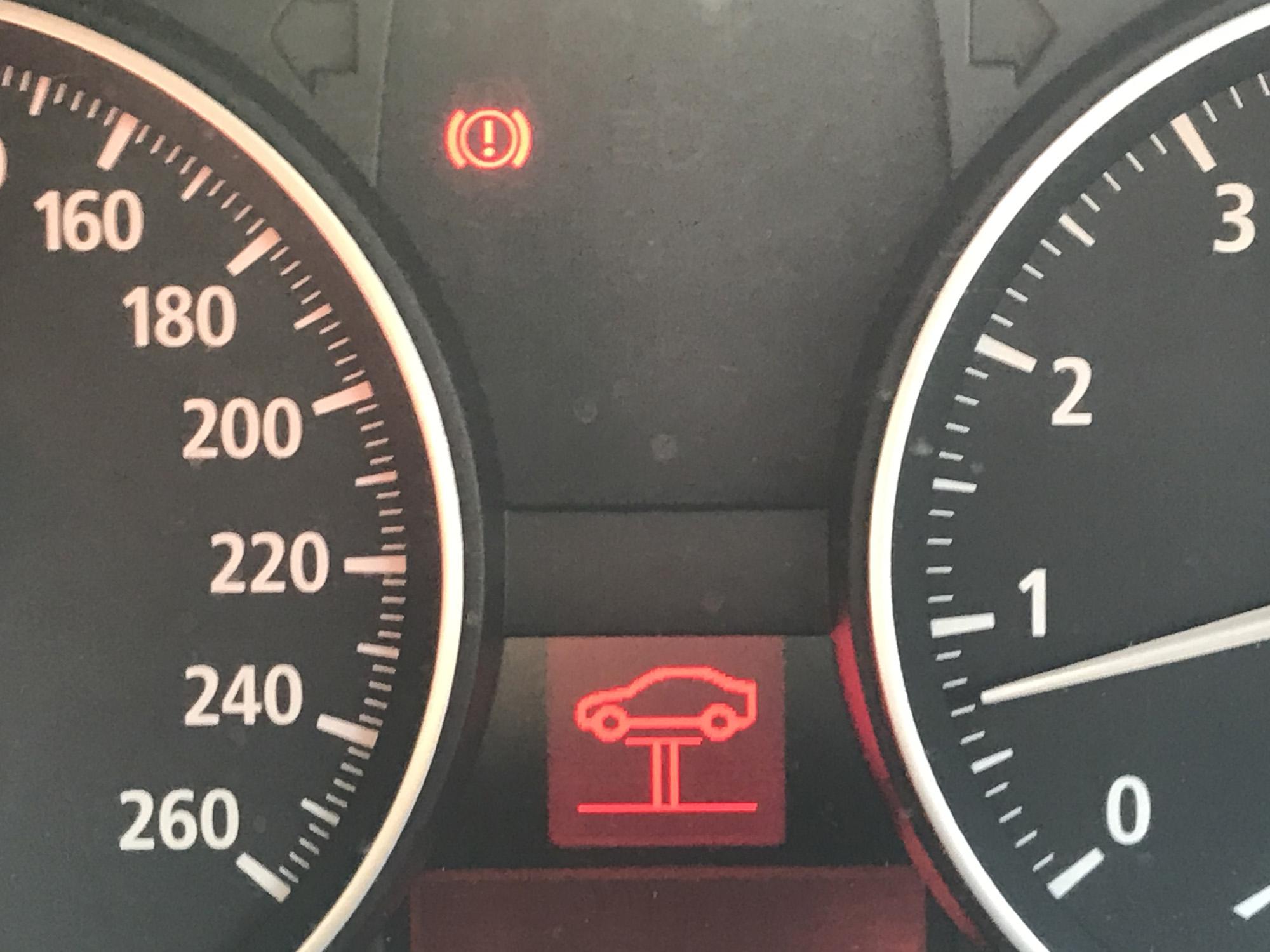 BMW 130i E87 謎のジャッキアップマーク 警告灯 リフトマーク