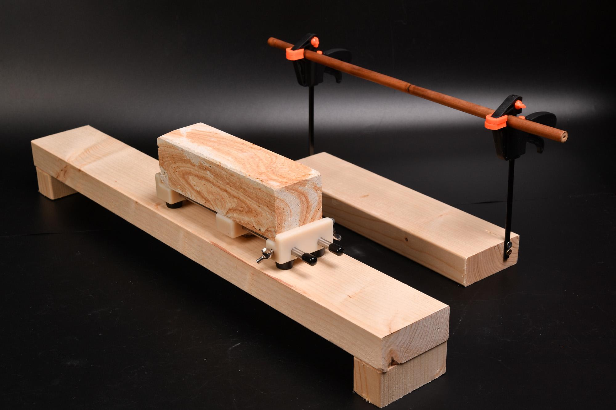 日本刀用に砥石台の業務用台下冷蔵庫に固定する台制作してみました。