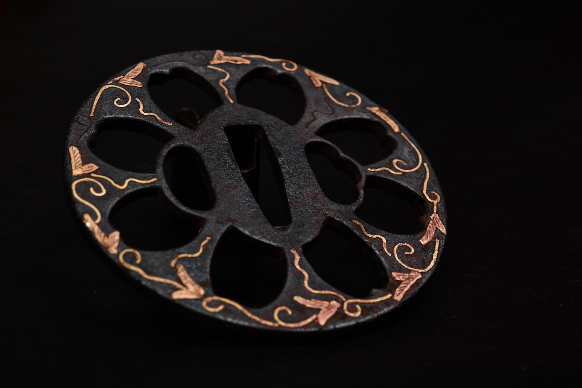 真鍮象嵌鍔の赤錆落としと真鍮の磨きで少し綺麗になりました。