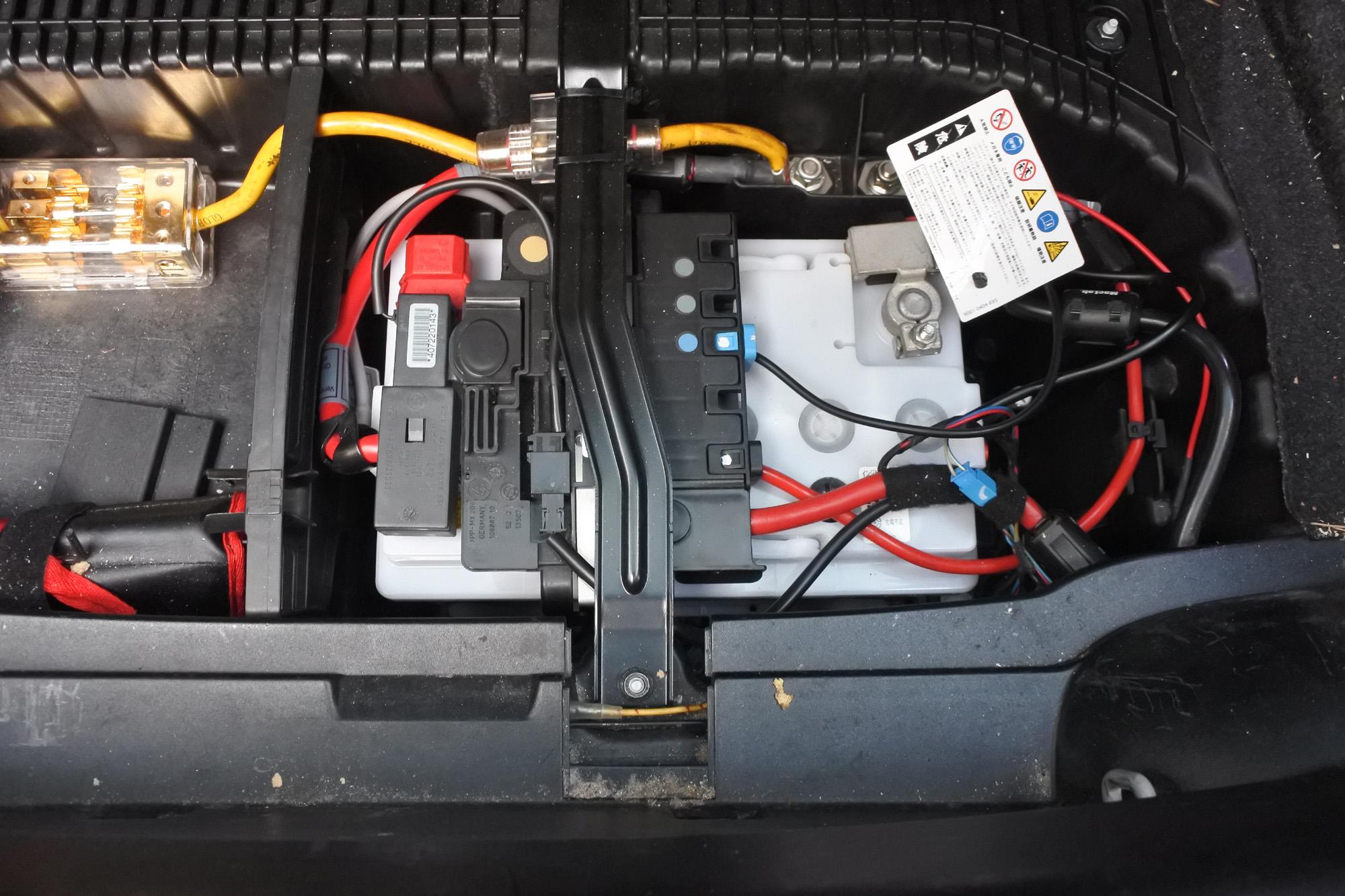 iDrive ブラックアウト!起動しない!その2 バッテリー交換 カオス N-75-28H/WD BMW E87 130i