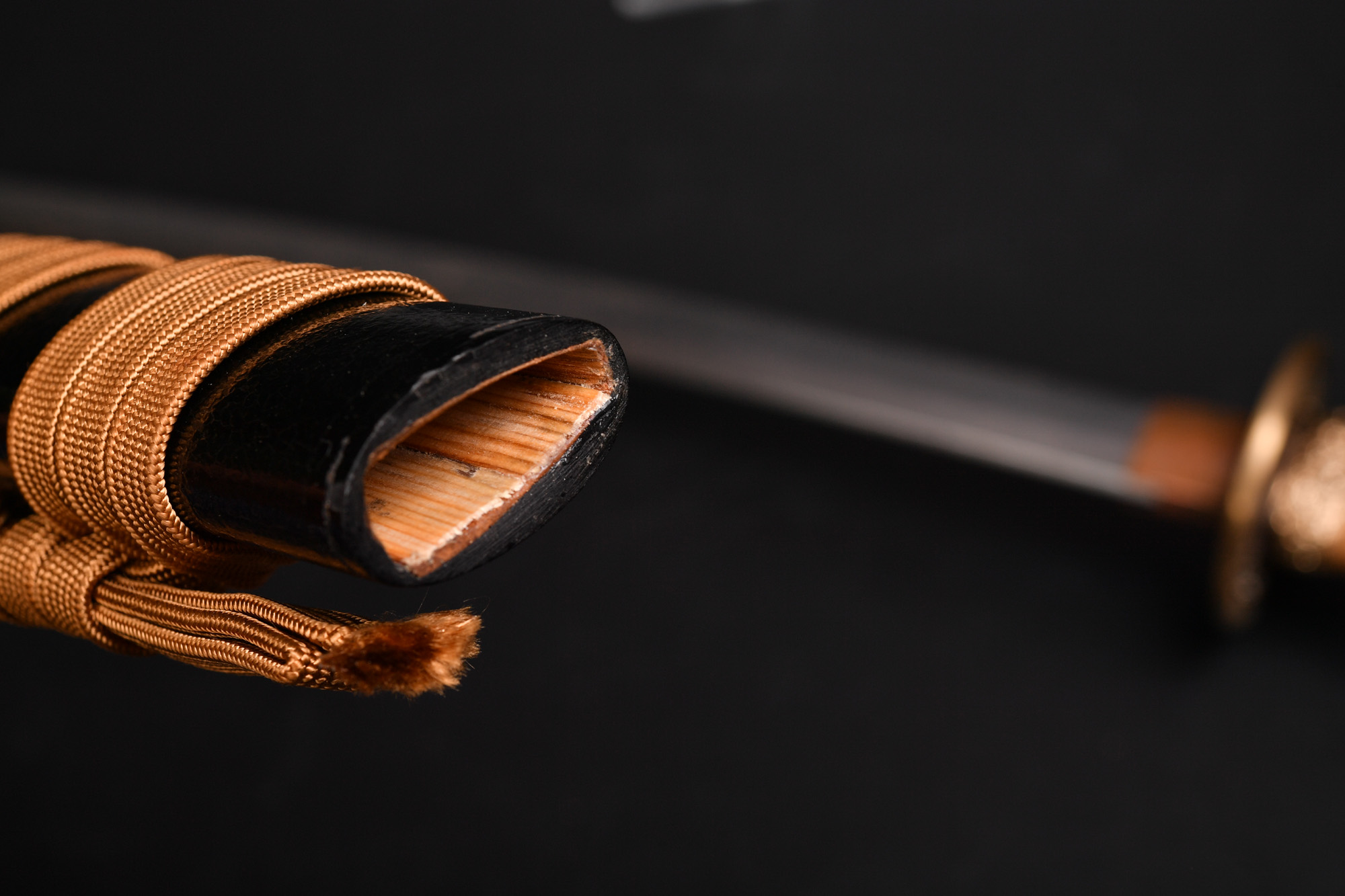日本刀 鞘(鯉口)の調整 刀が鞘から軽く抜けるのを調整
