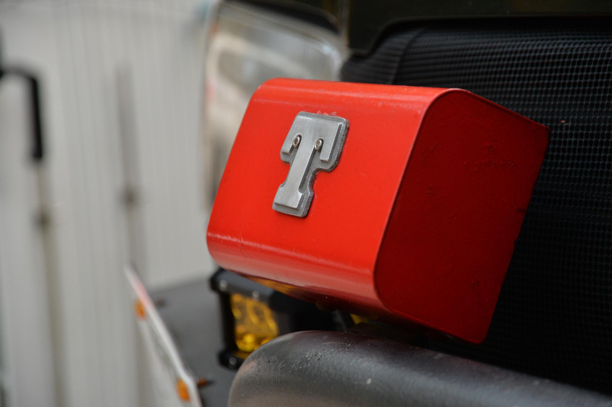車載ウインチ トップレンジャーのコントロールボックスを塗り直し。