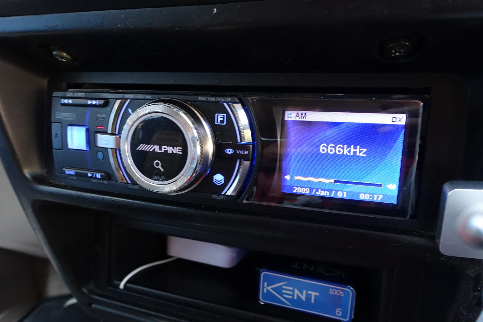 ビッグホーン オートラジオアンテナ折れて応急処置。 ALPIN iDA-X001からiDA-X305に交換
